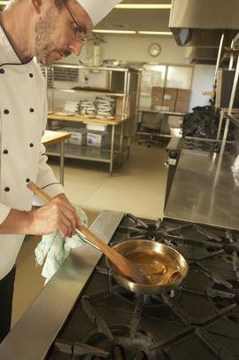 Conoce los diversos puestos de chef en la cocina