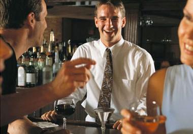 Diez consejos para ser un mejor bartender (y duplicar las propinas)