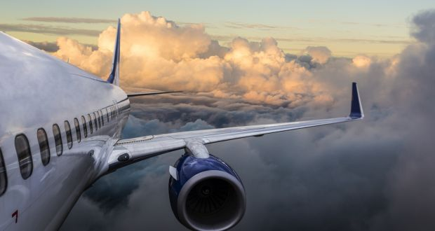 Turbulencia-avion Aviación comercial: ¿qué hacer durante una turbulencia?