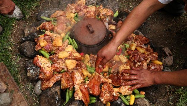 gastronomia-pachamanca La gastronomía en nuestras tres regiones