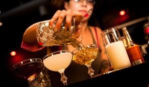 gediscovery-bar-profesional-bartender-actitud-300x175 10 consejos de servicio al cliente para los bartender
