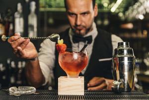 gediscovery-bar-profesional-bartender-mixologia-300x201 10 consejos de servicio al cliente para los bartender