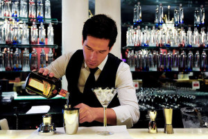 gediscovery-bar-profesional-bartender-profesionalismo-300x200 10 consejos de servicio al cliente para los bartender