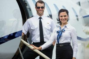 Cómo pasar una capacitación para convertirte en un tripulante de cabina de una aerolínea