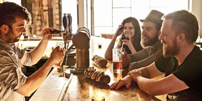 Bartender: Cómo debes atender a un cliente