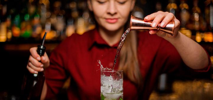 ¿Cuál es la diferencia entre un bartender y un mixólogo?