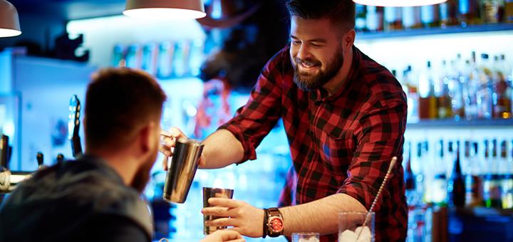 7 aspectos del servicio al cliente que todo bartender debe saber